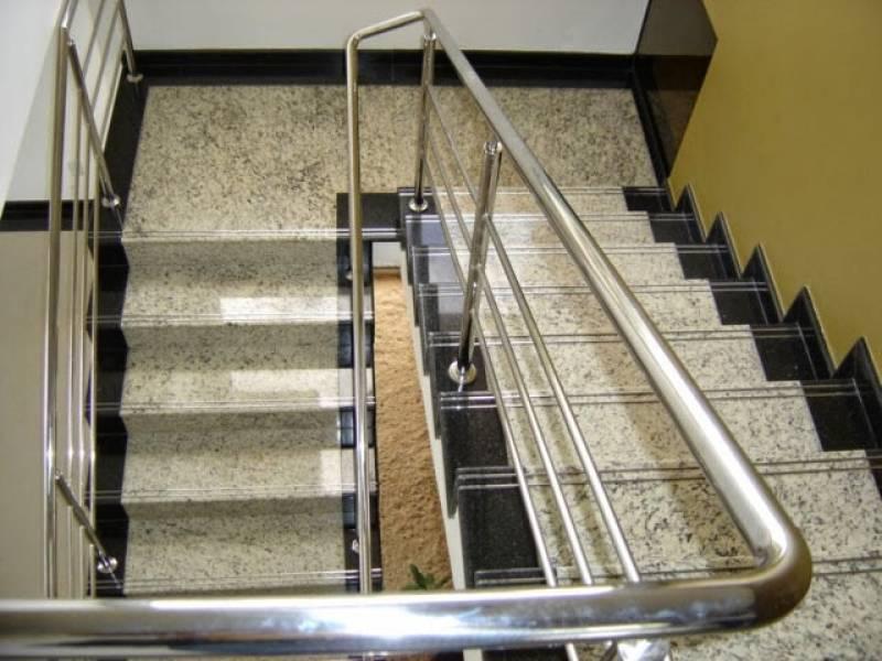 Escada de Granito Branco Preço Parque Mandaqui - Escada de Granito Travertino