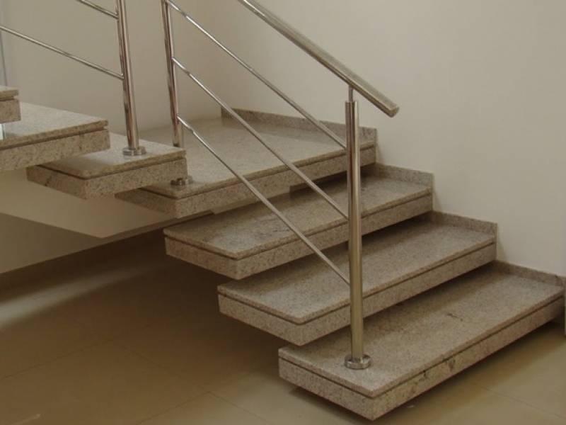 Instalação de Escada de Granito Branco Nossa Senhora do Ó - Escada de Mármore em L