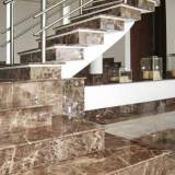 escadas de granito com pingadeira Luz